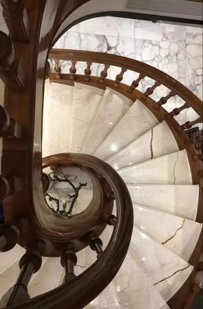 大理石楼梯